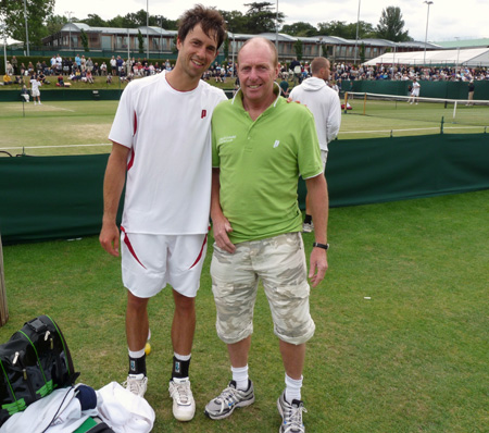 Wimbledon-Quali-2009: Simon Greul mit Paul Brock von Tennis-World.de